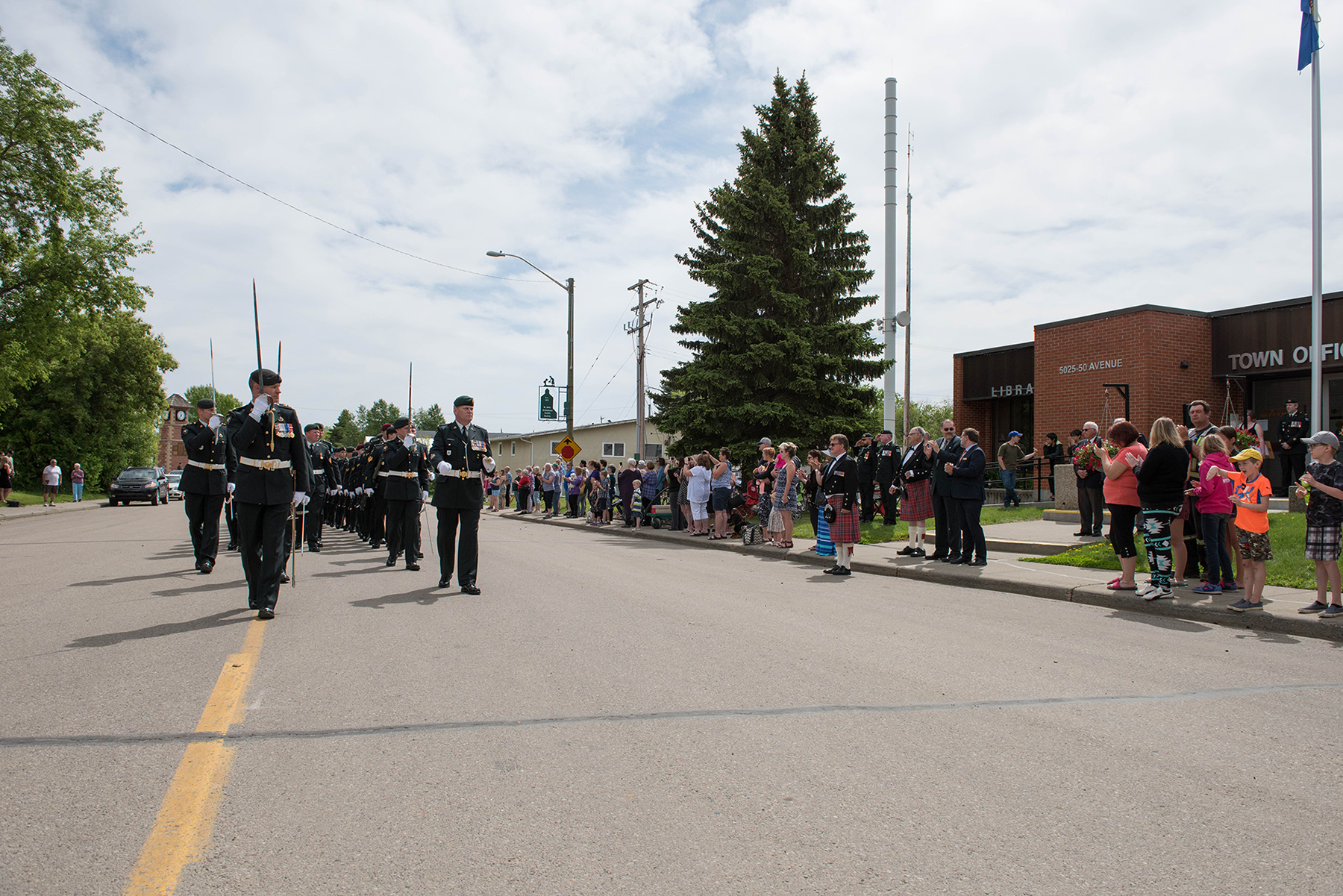 Lieutenant Colonel Ryan Smith, Commanding Officer of 1 Combat Engineer Regiment, salutes Mayor Randy Boyd as he marches his soldiers past the Bon Accord Town Hall in a Freedom of the City parade in Bon Accord, Alberta on June 3, 2017. Photo: Master Corporal Andrew Davis, 3rd Canadian Division Support Base Edmonton. © 2017 DND-MDN Canada