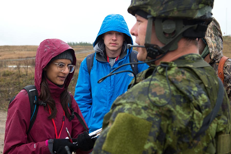 Carleton University journalism students ask question to the on-scene commander during a simulated improvised explosive device scenario as part of Exercise ARDENT DEFENDER 2017 in Borden, Ontario, October 28, 2017. Photo: Corporal Joey Beaudin, 19 Wing Imaging. ©2017 DND/MDN Canada.