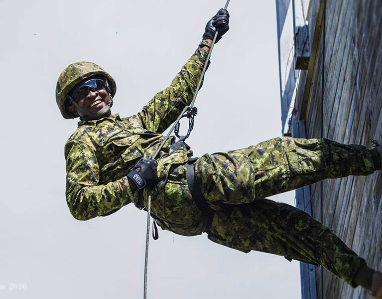 Captain Felix Odartey-Wellington, Public Affairs Officer for 36 Canadian Brigade Group, rappels from a tower on September 13, 2017 at 5th Canadian Division Support Base Gagetown in New Brunswick during a training exercise.‎ Photo: Tammy Williams