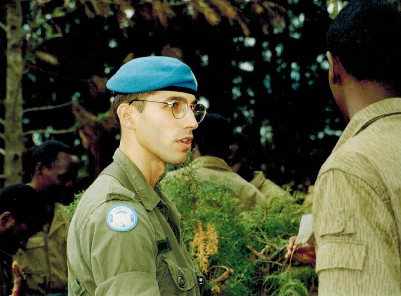 During a peacekeeping mission in Rwanda in 1995, Canadian Army Captain Stéphane Grenier speaks with a civilian. Photo: provided by Lieutenant-Colonel Stéphane Grenier.