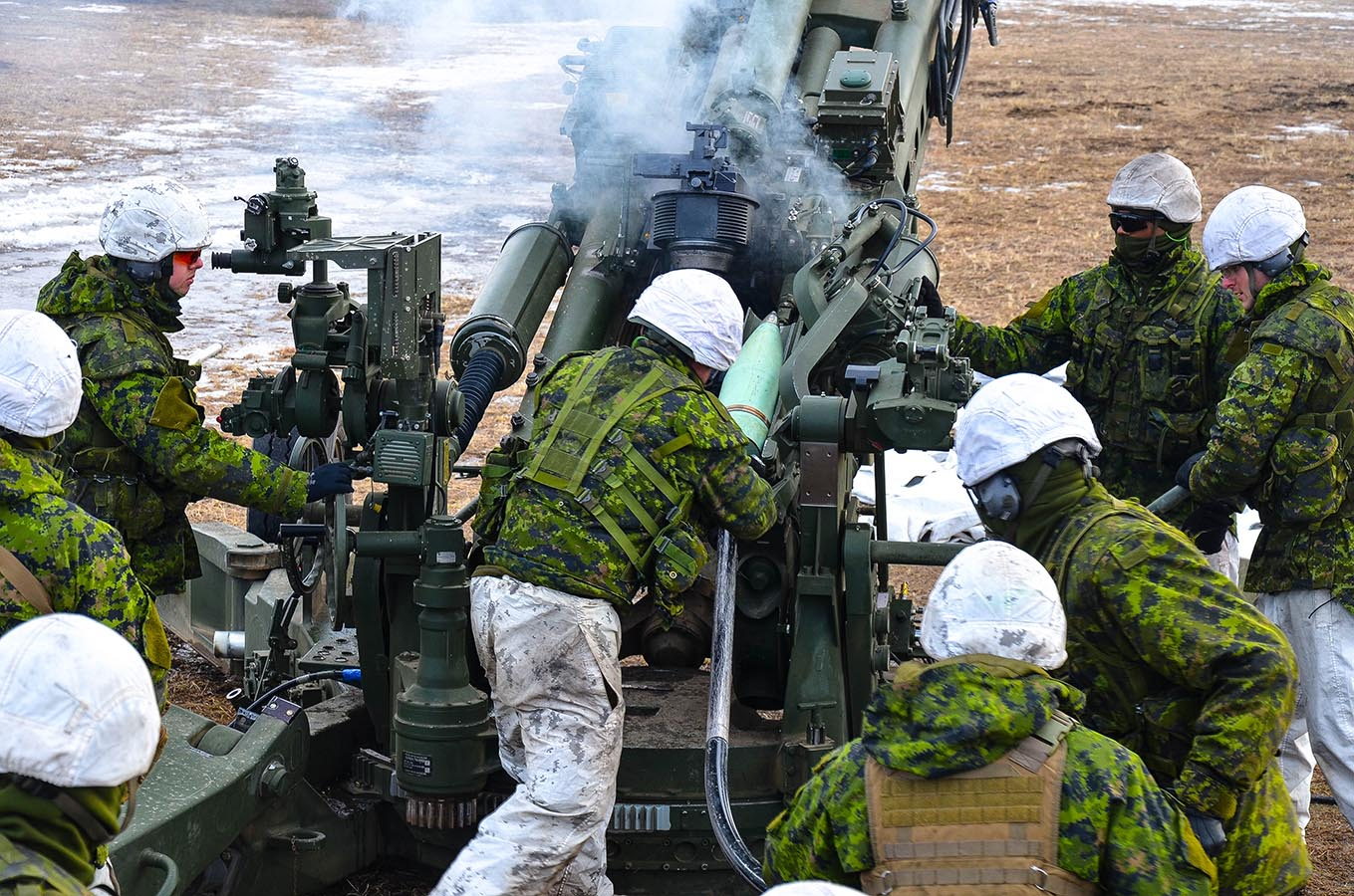On March 18 and 19, 2017, members of 38 Canadian Brigade Group Artillery Tactical Group (a Canadian Army (CA) Reserve Force unit) and 1st Battalion Royal Canadian Horse Artillery (a CA Regular Force unit) conducted collective training during Exercise FROZEN GUNNER at Canadian Forces Base Shilo in Manitoba, conducting coordinated Battery and Regimental fire missions and plans with the C3 105mm and M777 155mm Howitzers. Photo: Master Bombardier Lynn Danielson, 116th Independent Field Battery, Royal Canadian Artillery. ©2017 DND/MDN Canada.