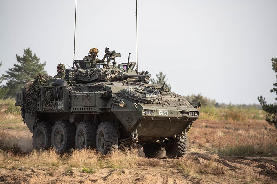 Soldiers from 4th Canadian Division played an integral role in training that took place in Latvia from September 12 to October 5, 2020. It was designed to confirm the integration of Latvian forces with those of Canada and other allied nations. Photo: enhanced Forward Presence Latvia Imagery Technician. © 2020 DND-MDN Canada.